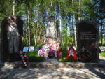 Памятник над братской могилой, в которой похоронен Новоселов Мануил Федорович